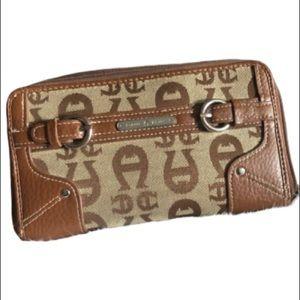 Etienne Aigner zip around wallet